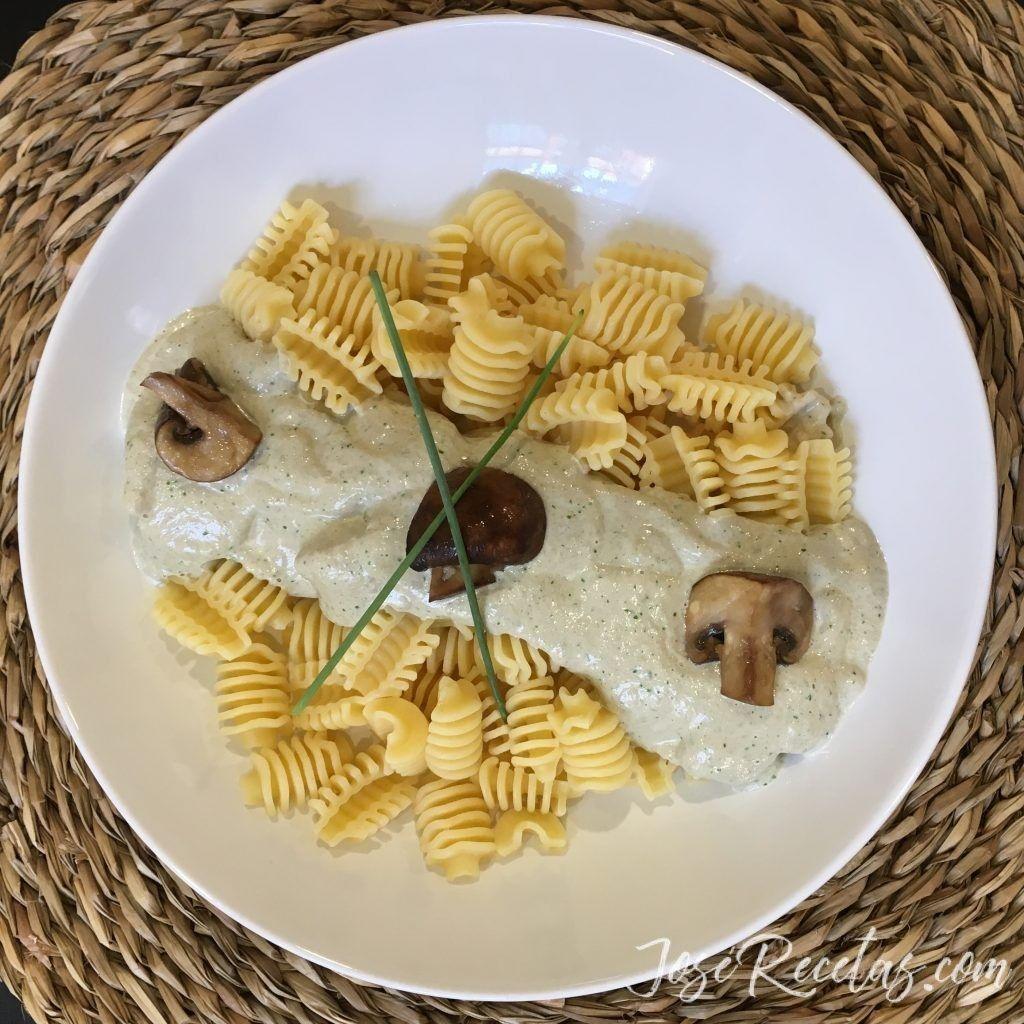 Pasta radiatori con salsa de setas