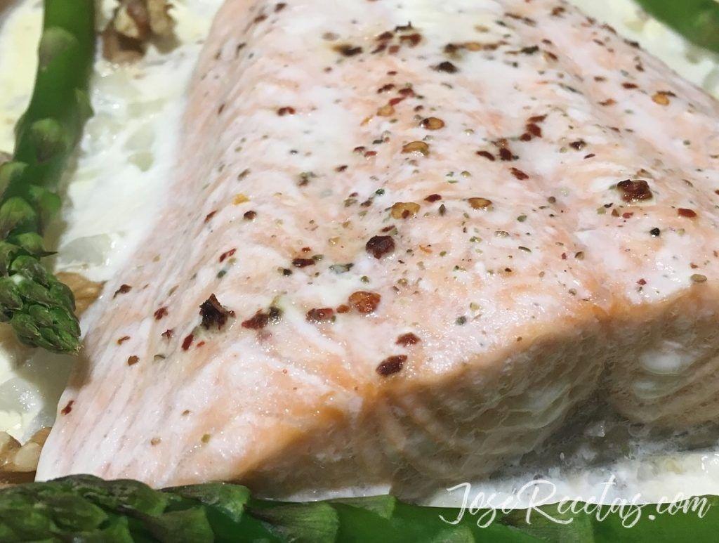 salmón al horno con nueces